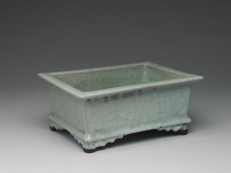 Rectangular basin with celadon glaze, Guan ware, Southern Song dynasty, 12th-13th century