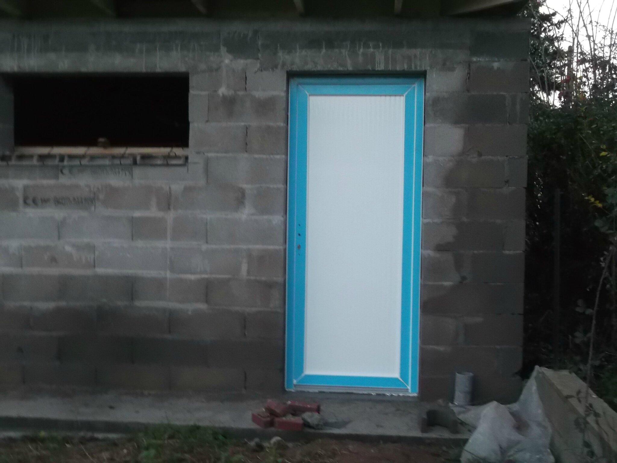 les portes ext rieures construction d 39 une extension. Black Bedroom Furniture Sets. Home Design Ideas