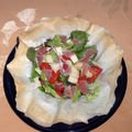 Salade en corolle de feuilles de bricks