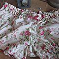 Culotte BIANCA en coton fleuri rose sur fond écru - noeud de velours rose (3)