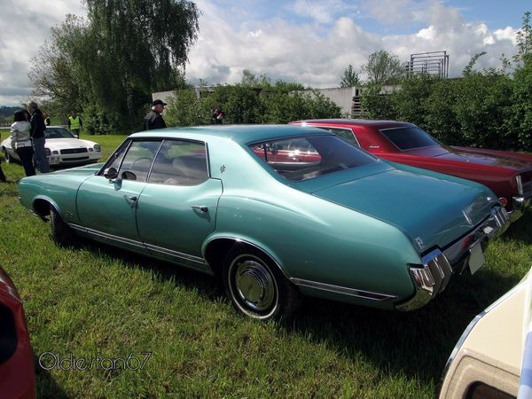 oldsmobile cutlass supreme holiday hardtop sedan 1970 b