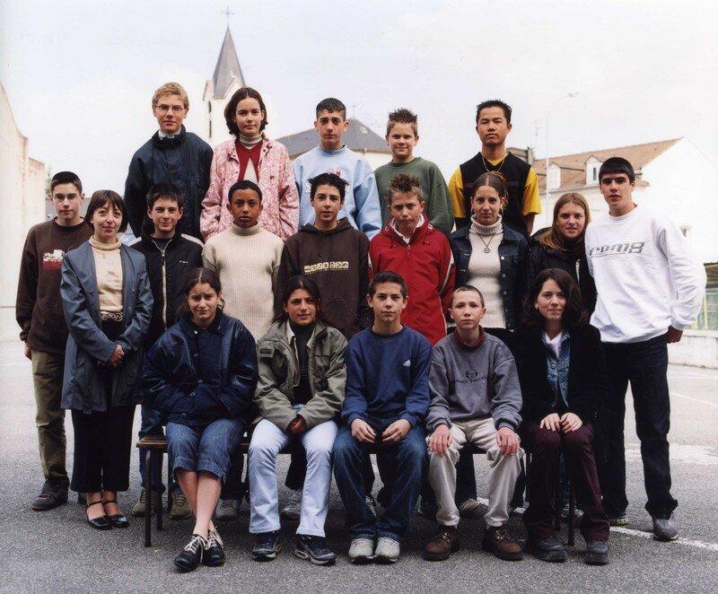 COLLEGE 2001 2002 4e A219