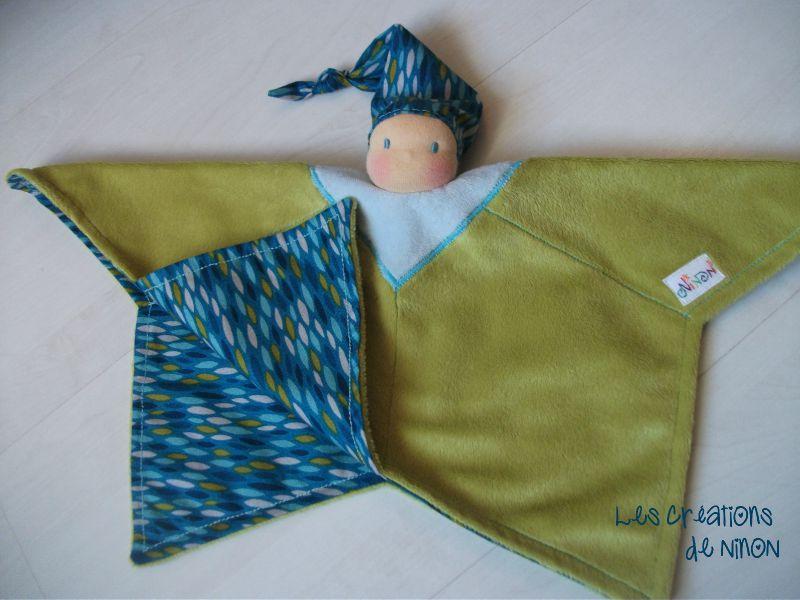 lutin étoile feuilles bleues V ouvert