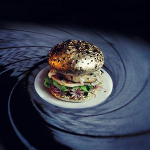 Fat-and-Furious-Burger-Designs-Thomas-+-Quentin_1-900x900