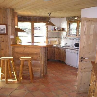 Une petite cuisine avec son bar - Pour les amoureux des chalets, de ...