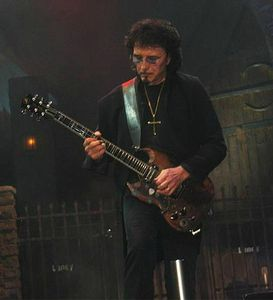 Iommi_at_the_Forum