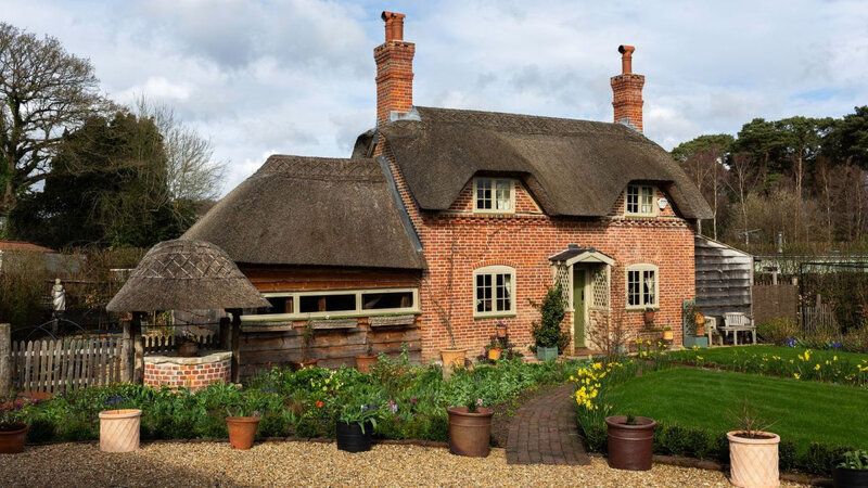 Vintage cottage in England photos by Kasia Fiszer (10)