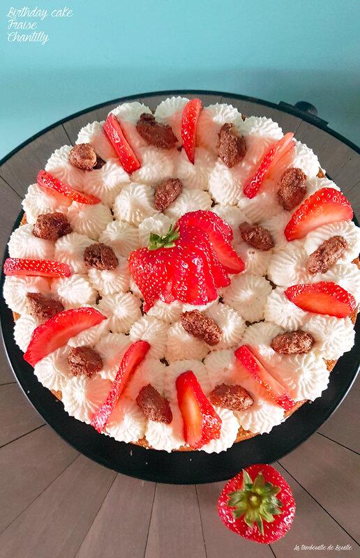 décoration-gâteau-anniversaire-fraise-chantilly