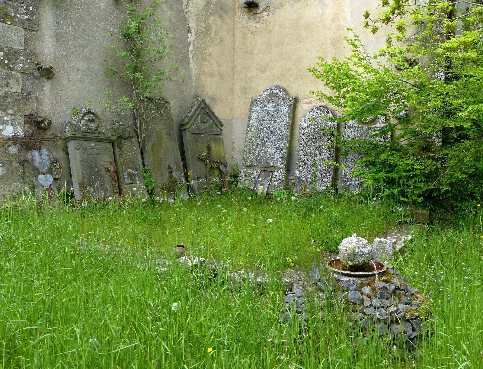 cimetière ancien à Saint-Etienne-sur-Usson