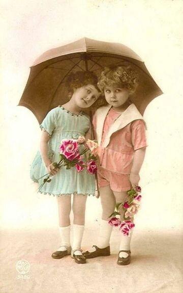 petites filles et parapluie
