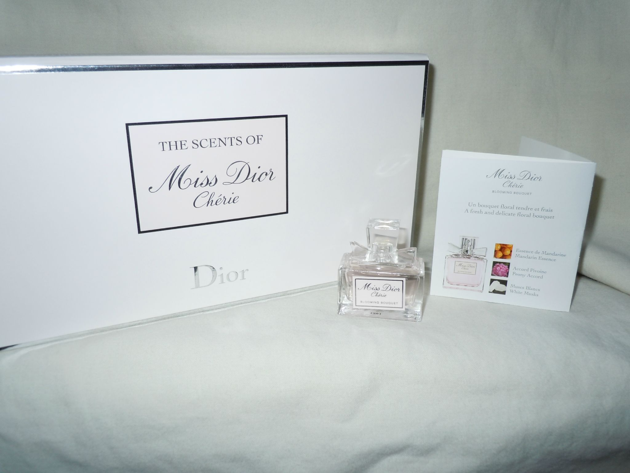DIOR-MISSDIORCHERIEBLOOMINGBOUQUET-THESCENTSOFMISSDIORCHERIE