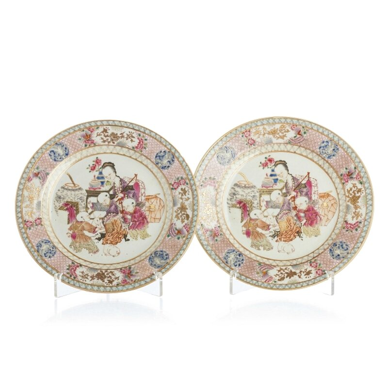 Pair of plates 'female figure with children', Yongzheng period