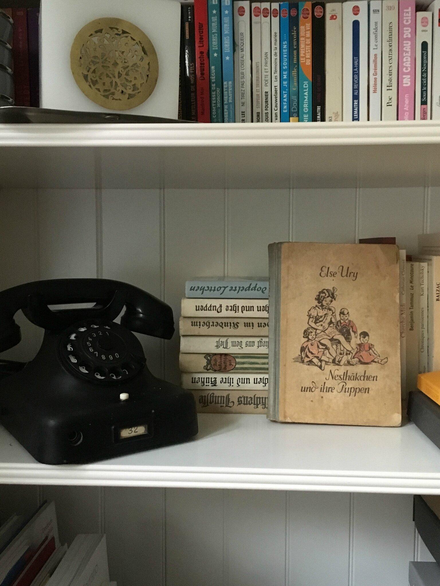 Téléphone ancien et Nesthäkchen