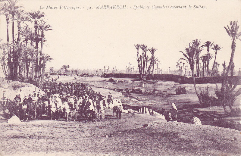 Le-Maroc-Pittoresque-MARRAKECH-(Grebert-34)-Spahis-et-Goumiers-escortant-le-Sultan-1913-08-03-R