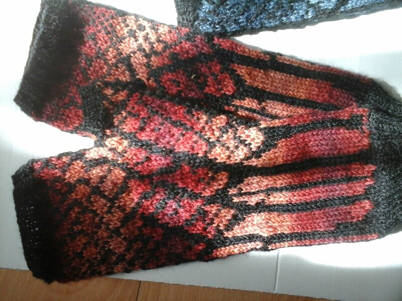 Winter Twilight Mitts rouge