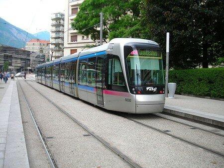 800px_Citadis402_Grenoble_C_Chavant_1_