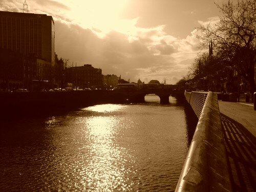The Liffey, far away, O'Connel Bridge