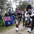 Défilé devant le drapeau australien