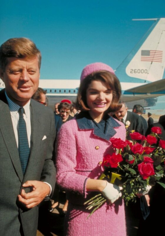 jackie-kennedy-tailleur-rose-dallas