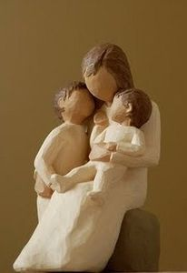 A_Mother_s_Love_Willow_Tree_Figurine