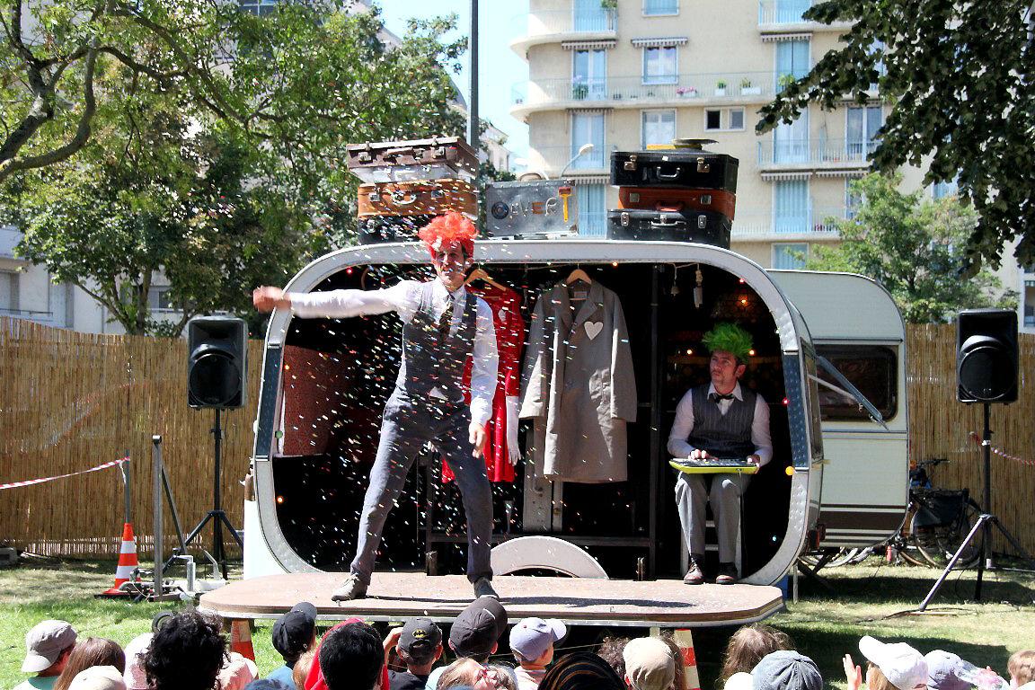 26-Théatre des Monstres - La caravane des valises Chalon ds la rue_2226