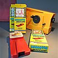 Des petits films pour le projecteur minicinex, encore dans leurs emballages d'origine... vintage et amusant !