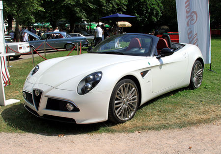 Alfa_romeo_8C_spider__34_me_Internationales_Oldtimer_meeting_de_Baden_Baden__01