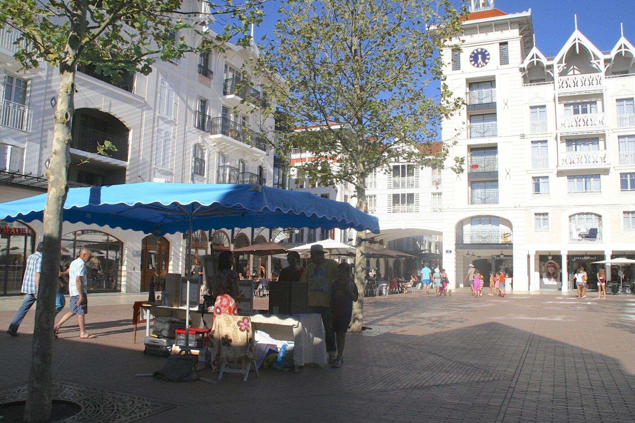 Arcachon-Place des Marquises