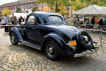 Ford_V8_coup__de_1936__Rallye_de_France_2010__03