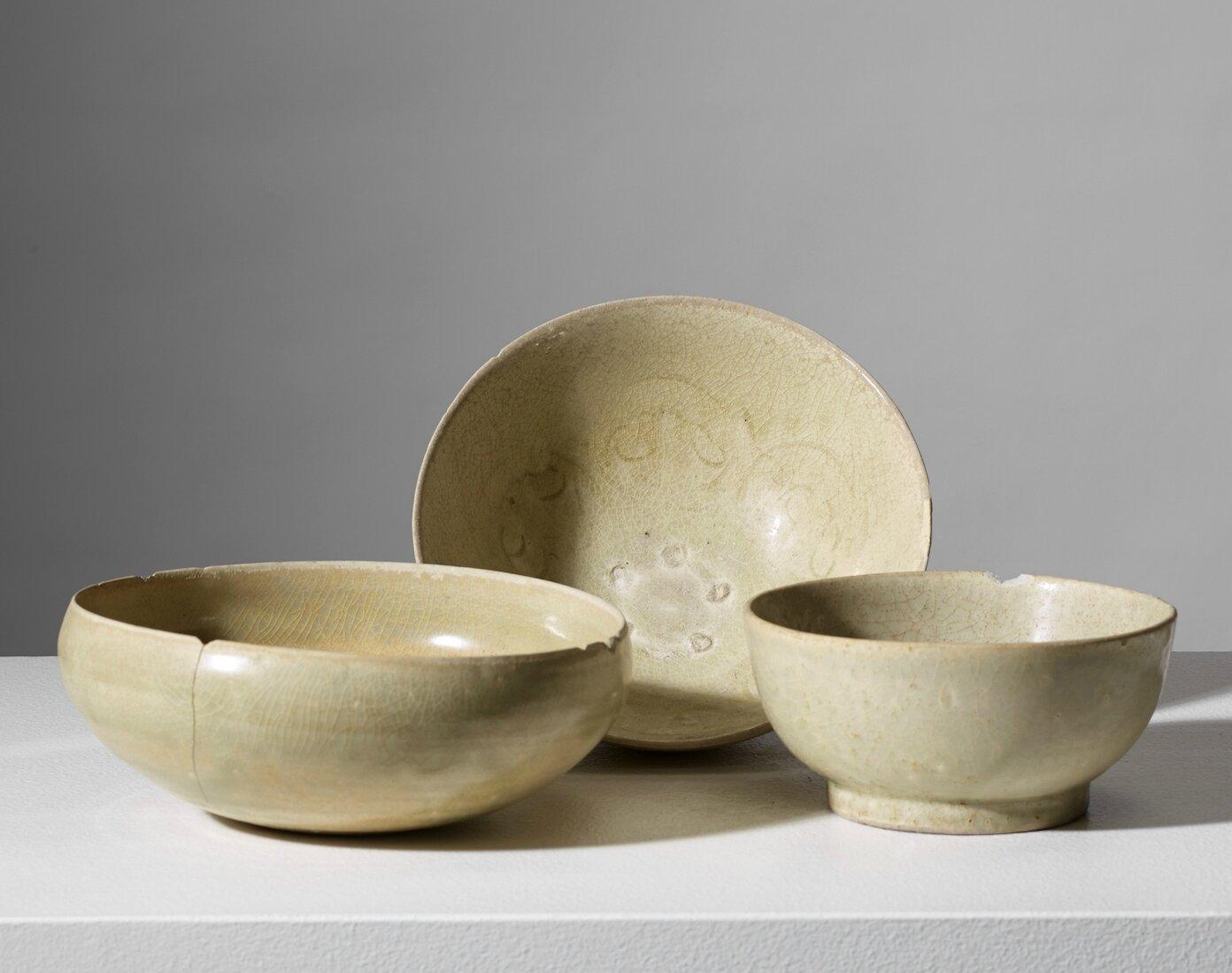Lot composé d'un bol à aumône et de deux bols, Vietnam, Dynastie des Trần (1225 – 1400)