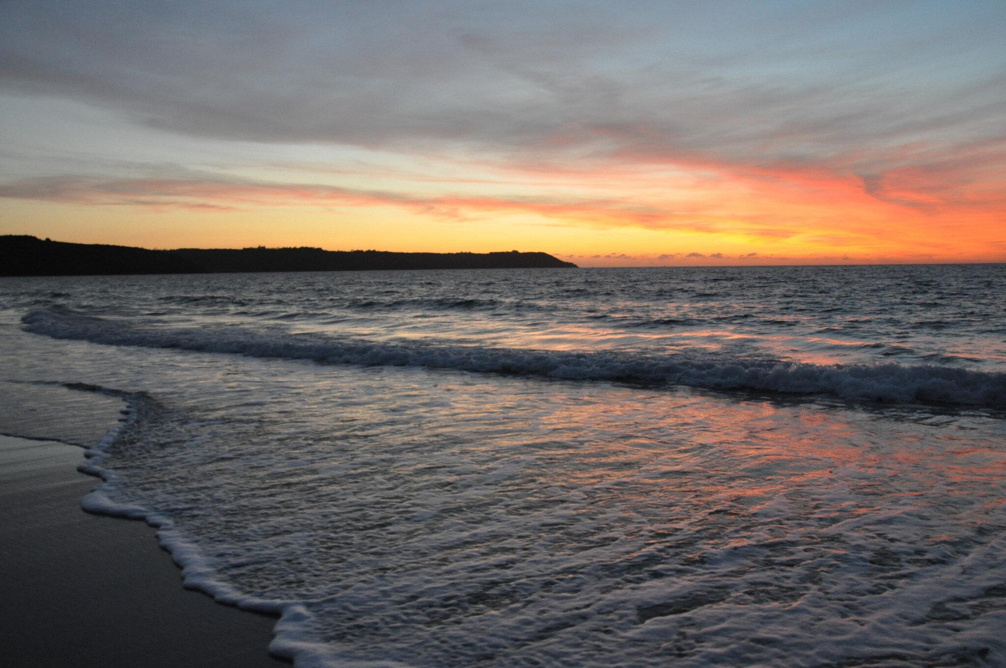 Murmure des vagues aux Sables Blancs (Locquirec - Finistère) (vidéo)