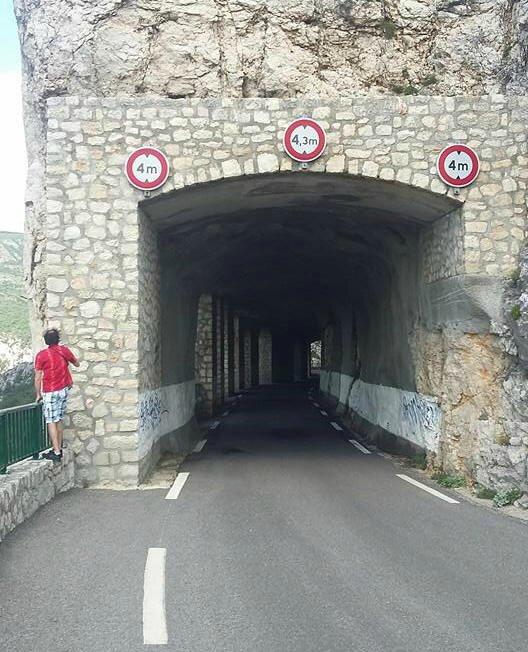 Gorges du Verdon, route des crêtes, D71, tunnel loupé (83)
