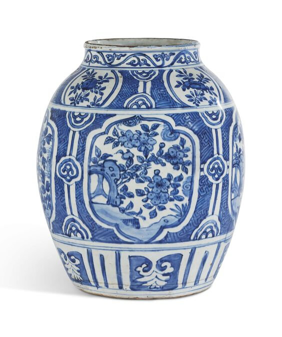 A blue and white 'kraak' porcelain jar, Ming dynasty, Wanli period (1573-1619)