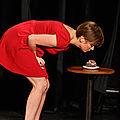 humour/ on croque à pleine dents dans le spectacle de manon lepomme