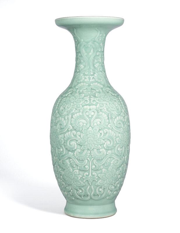 2020_HGK_18242_2843_000(a_large_very_rare_moulded_and_carved_celadon-glazed_vase_qianlong_impr)