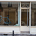 vélo dans vitrine_4581