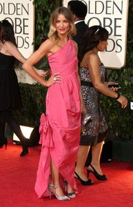 cameron_diaz_arrives_at_the_66th_annual_golden_globe_awards_05_122_467lo1