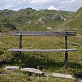 P1000628 Un pt banc de bois pour faire une petite halte