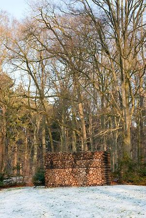 134AP20100106D7360,Architecture,projects,log-house-study-Hans-Liberg,log-house-office-on-wheels[1]