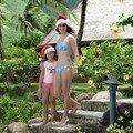 Sandrine et maureen avec leur bonnet de noël