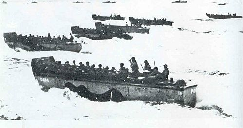 utah_beach_barges_approchent_rivage