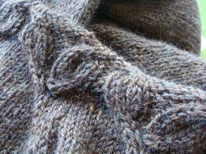 Back to school cabled yoke gros plan2