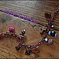 Bracelet chaine cuivree breloque organza violet/fuschia