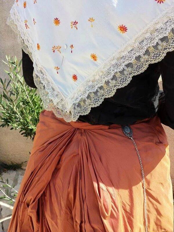 Jupe orange + fichu blanc détail 2