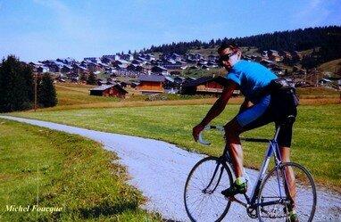 677) Montée à vélo au col des Saisies (Savoie)