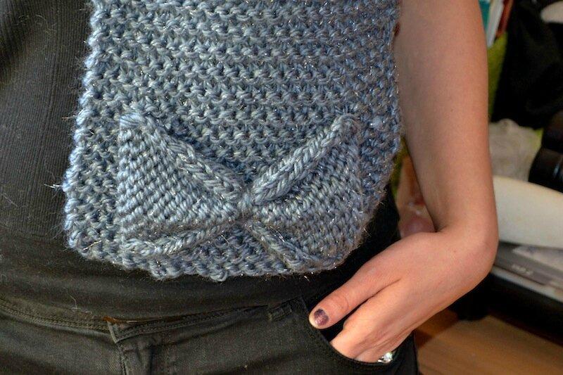 Echarpe grise bleutée à noeud 2