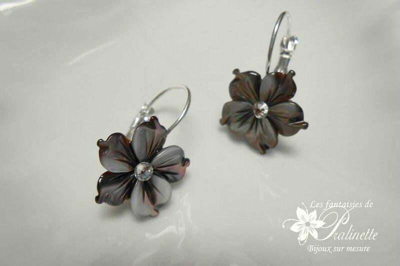 dormeuses-boucles-d-oreilles-mariage-fleurs-de-nacre-grises-2