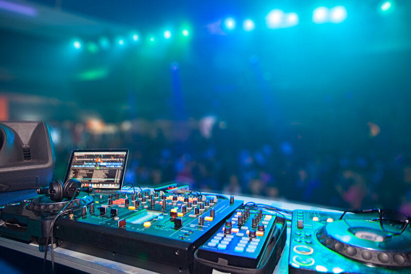 DJ-Equipment-fotolia