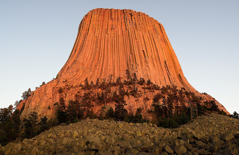 1280px-devils_tower_at_sunset__wyoming_usa