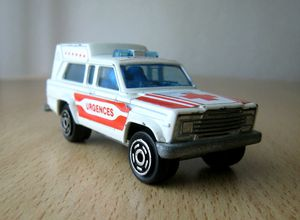 Jeep cherokee chief ambulance -Majorette- (1